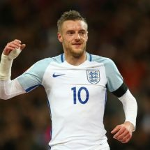 Vardy snubs Arsenal and signs a new deal with Leicester