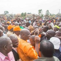 Raila receives rousing welcome in Busia