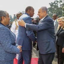 Netanyahu gets 19-gun salute at state house