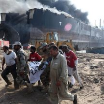 Deaths in ship-demolition accident in Pakistan's Hub