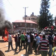 Chaos at Kisumu voter listing centre leave one arrested
