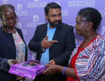Hair extension manufacturers, Darling, donates wigs to cancer champions
